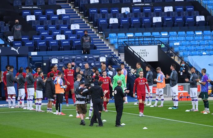 Vùi dập Liverpool, Man City cảnh báo tham vọng tân vương - Ảnh 1.