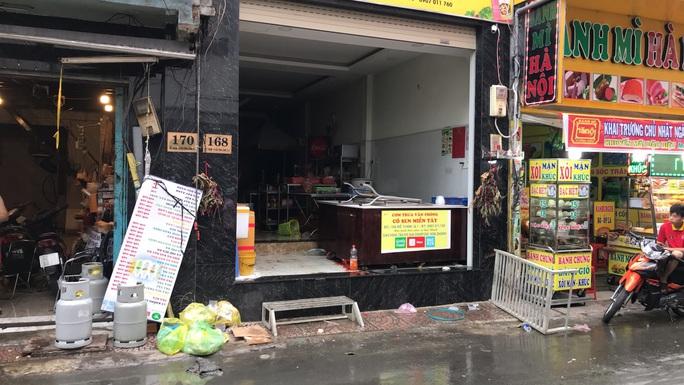 Cháy tiệm cơm ở trung tâm TP HCM, 7 người may mắn thoát nạn - Ảnh 1.