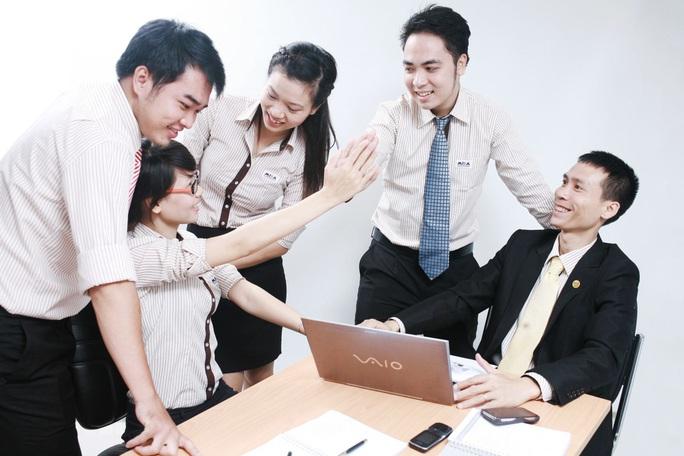 Doanh nghiệp hoãn tuyển dụng để giảm thiểu rủi ro của đại dịch - Ảnh 1.