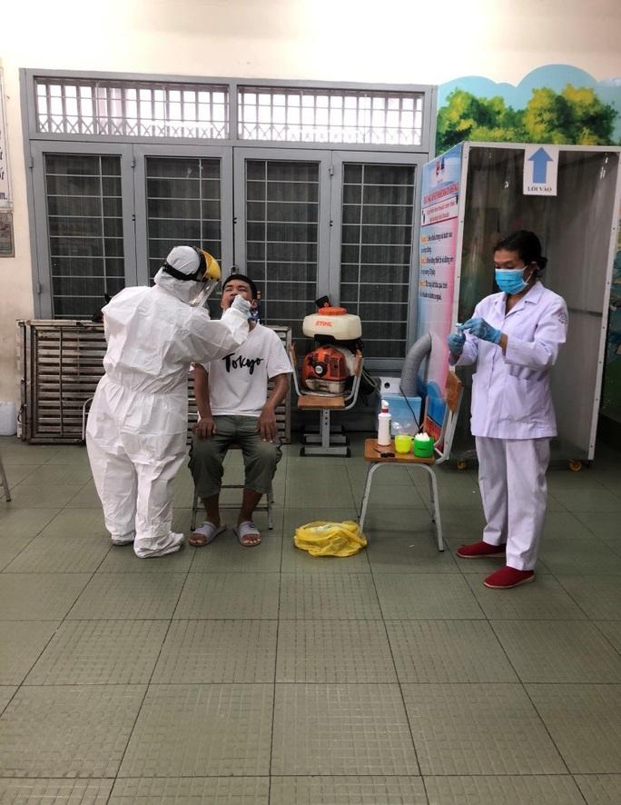 Đã có hơn 5.900 người rời Đà Nẵng khai báo y tế tại TP HCM - Ảnh 1.