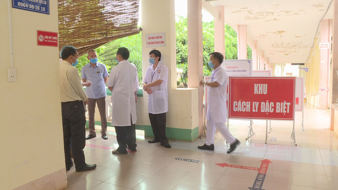 Đắk Lắk cách ly hơn 400 người, chuyển nữ sinh viên mắc Covid-19 sang bệnh viện khác - Ảnh 1.