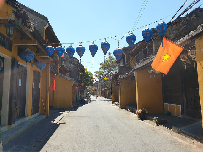 Lịch trình 5 ca Covid-19 ở Quảng Nam: Đi lại nhiều nơi, dự đám tang mẹ, đi chợ... - Ảnh 3.