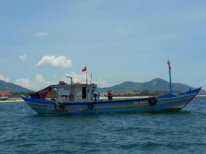 Dùng tàu cá đưa người vượt biển từ Đà Nẵng ra Huế để trốn dịch - Ảnh 2.