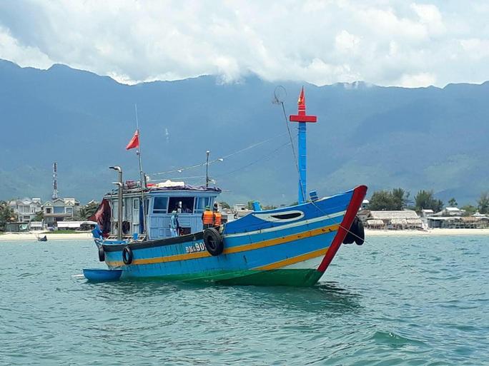 Dùng tàu cá đưa người vượt biển từ Đà Nẵng ra Huế để trốn dịch - Ảnh 1.