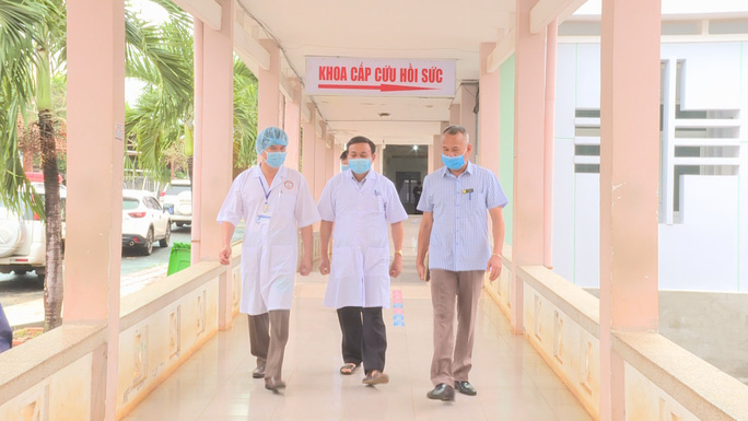 Đắk Lắk cách ly hơn 400 người, chuyển nữ sinh viên mắc Covid-19 sang bệnh viện khác - Ảnh 2.