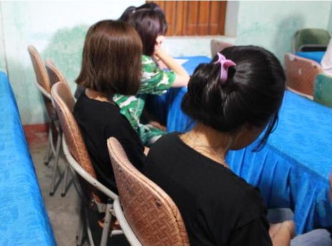 Giải cứu 4 cháu gái từ 13-16 tuổi bị dụ dỗ làm tiếp viên quán karaoke - Ảnh 1.