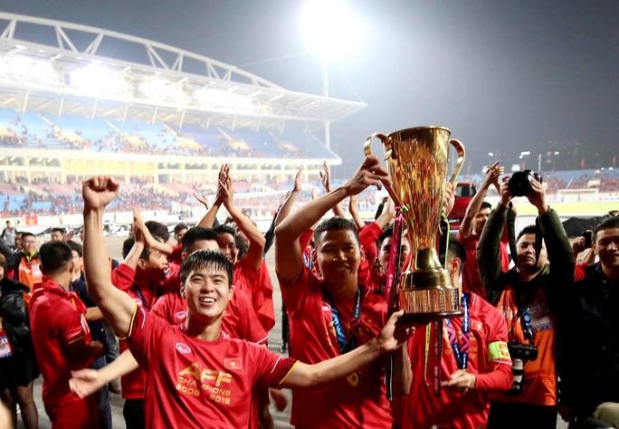 Dịch Covid: AFF Cup dời sang 2021, V-League dễ thở - Ảnh 1.