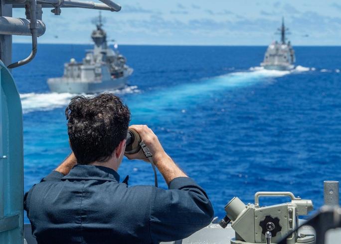 """Mỹ """"bọc lót"""" Nhật trước tàu Trung Quốc ở biển Hoa Đông - Ảnh 1."""