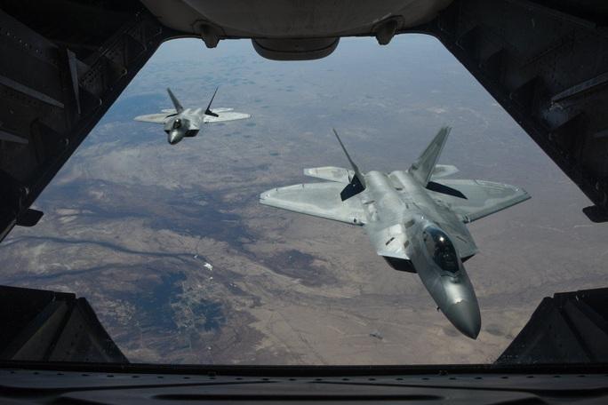"""Nhà thiết kế J-20 của Trung Quốc bàn về """"chim ăn thịt"""" F-22 của Mỹ - Ảnh 1."""