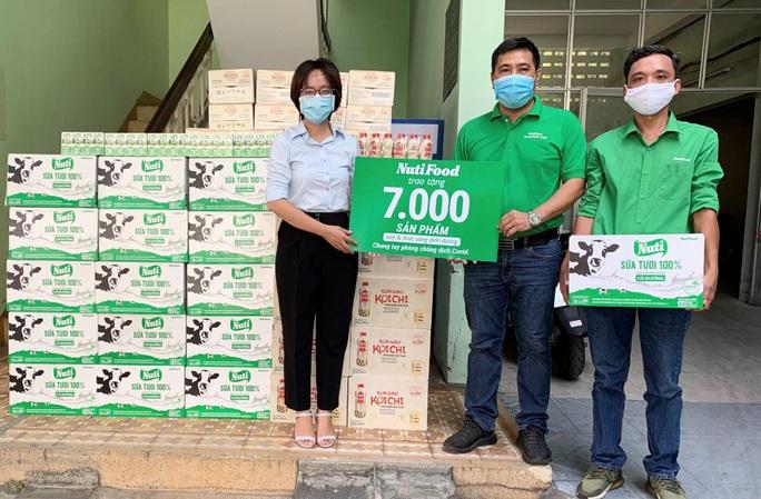 Nutifood tặng 7.000 sản phẩm sữa và thức uống dinh dưỡng cho 3 bệnh viện tại Đà Nẵng - Ảnh 1.
