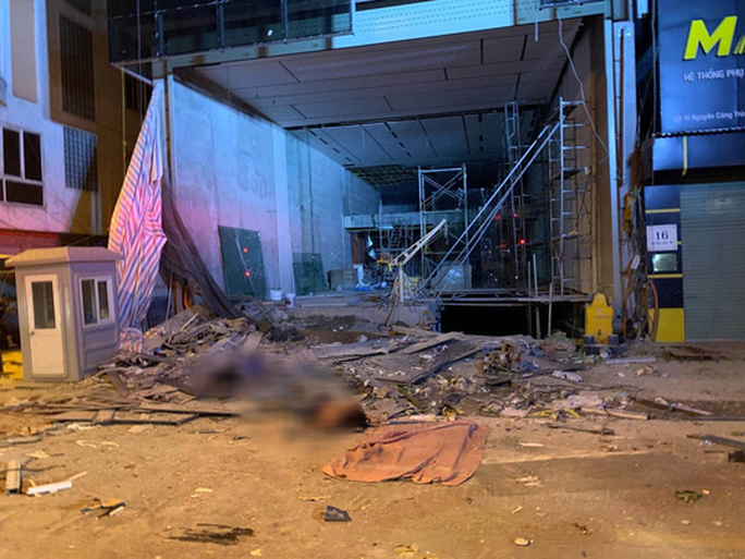 Tạm dừng thi công để điều tra vụ sập sàn nâng khiến 4 người tử vong - Ảnh 1.