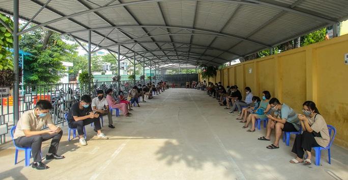 Hà Nội xét nghiệm nhanh Covid-19 cho người dân đi từ Đà Nẵng về - Ảnh 3.