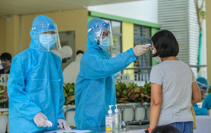 Hà Nội xét nghiệm nhanh Covid-19 cho người dân đi từ Đà Nẵng về - Ảnh 4.