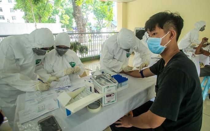 Hà Nội xét nghiệm nhanh Covid-19 cho người dân đi từ Đà Nẵng về - Ảnh 11.