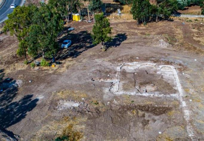 Xây sân chơi, đào được nhà thờ 1.300 tuổi và hàng loạt hài cốt Núi Biến Hình - Ảnh 2.