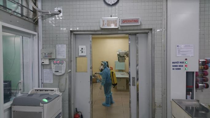 [Video]: Bệnh viện Chợ Rẫy hoạt động bình thường trong dịch Covid-19 - Ảnh 2.