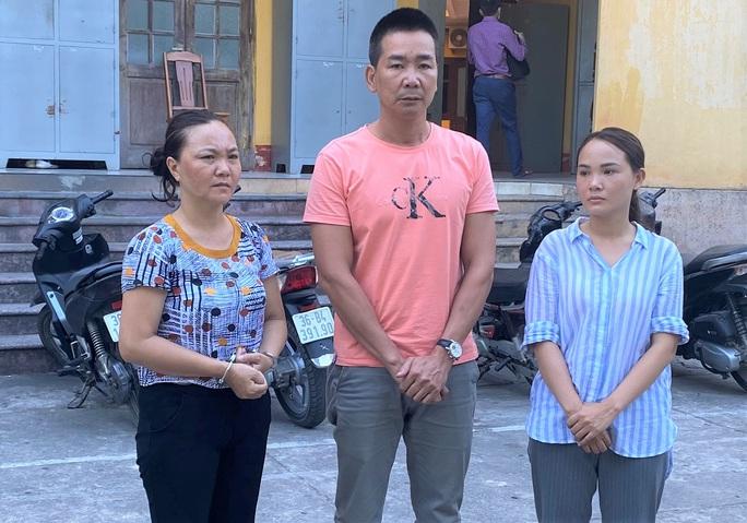 Cùng chồng và chị gái từ Hải Phòng vào Thanh Hóa dàn cảnh trộm cắp hơn 100 triệu đồng - Ảnh 1.