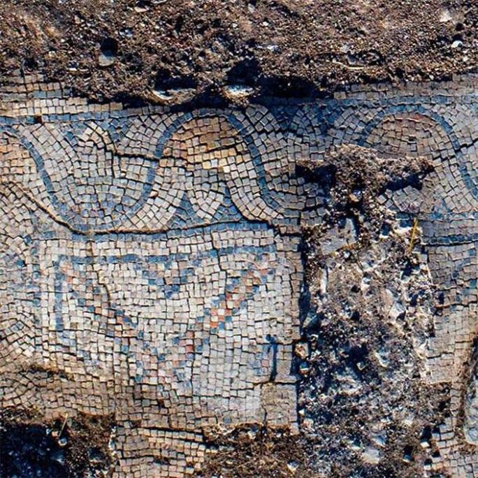 Xây sân chơi, đào được nhà thờ 1.300 tuổi và hàng loạt hài cốt Núi Biến Hình - Ảnh 1.
