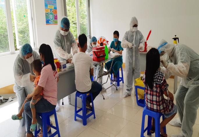 Cách lấy mẫu xét nghiệm Covid-19 người rời Đà Nẵng từ ngày 1-7 - Ảnh 1.