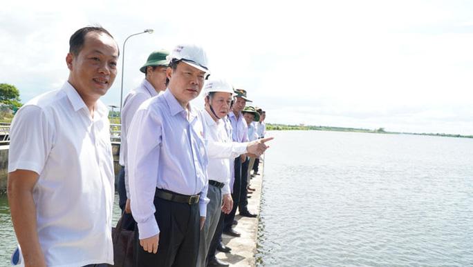 Bảo đảm an toàn hồ chứa nước thủy lợi ngay trước mùa mưa lũ - Ảnh 1.