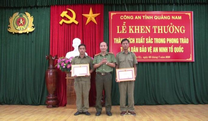 Công an Quảng Nam tặng giấy khen người báo tin bắt Triệu Quân Sự - Ảnh 2.