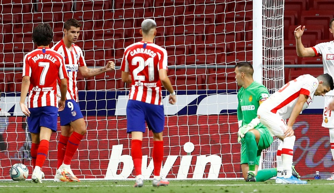 Chân gỗ Morata lập đại công, Atletico Madrid mơ Champions League - Ảnh 5.