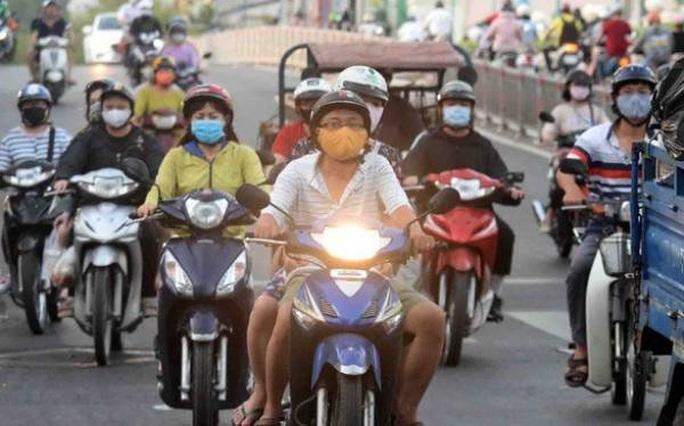 Luật Giao thông đường bộ chính thức bỏ quy định phải bật đèn xe máy cả ngày - Ảnh 1.