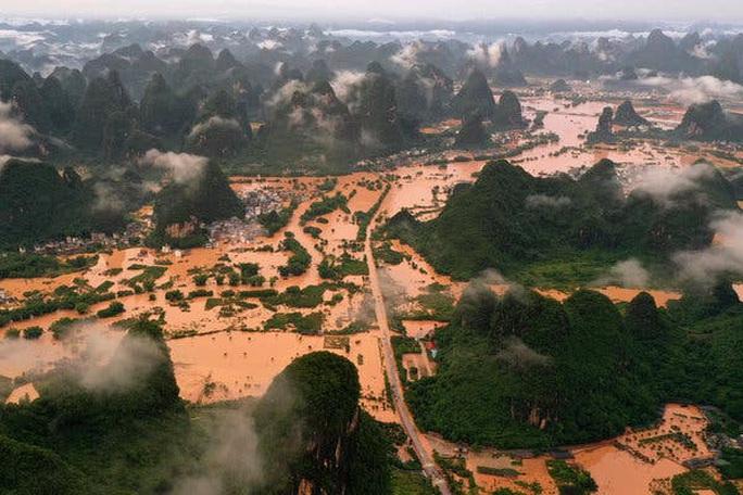 Lũ lên cao, Trung Quốc gồng mình hứng thêm đợt mưa lớn mới - Ảnh 1.