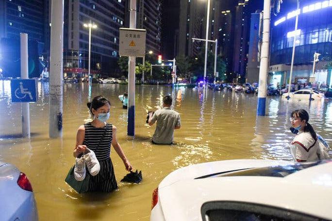 Lũ lên cao, Trung Quốc gồng mình hứng thêm đợt mưa lớn mới - Ảnh 2.