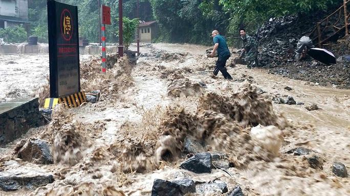 Lũ lên cao, Trung Quốc gồng mình hứng thêm đợt mưa lớn mới - Ảnh 4.