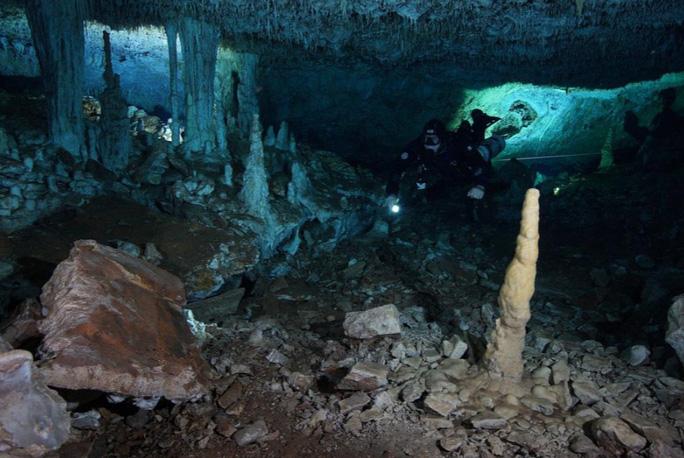 Bí ẩn khoáng vật đỏ và hài cốt người 12.000 năm nơi tử địa khủng long - Ảnh 1.