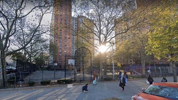 Cuộc đấu dao đẫm máu ở TP New York vì pháo hoa  - Ảnh 1.