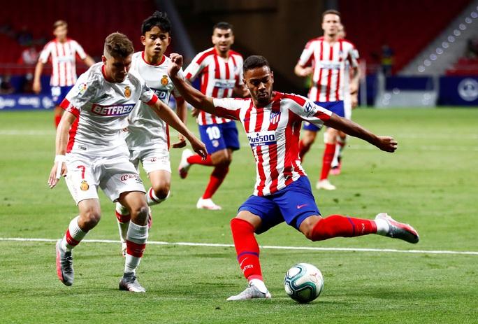 Chân gỗ Morata lập đại công, Atletico Madrid mơ Champions League - Ảnh 2.