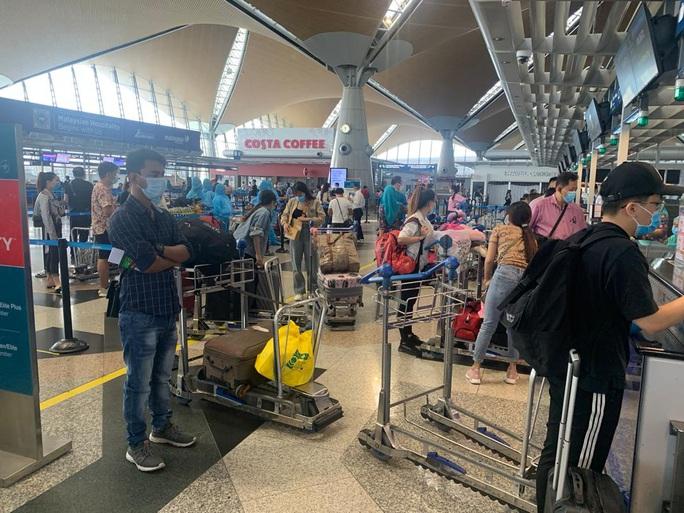 Sân bay Cần Thơ đón 310 người Việt tại Malaysia về nước - Ảnh 3.