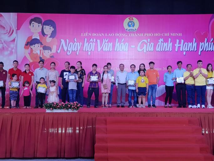 Tôn vinh  53 gia đình CNVC-LĐ văn hóa - hạnh phúc - Ảnh 4.
