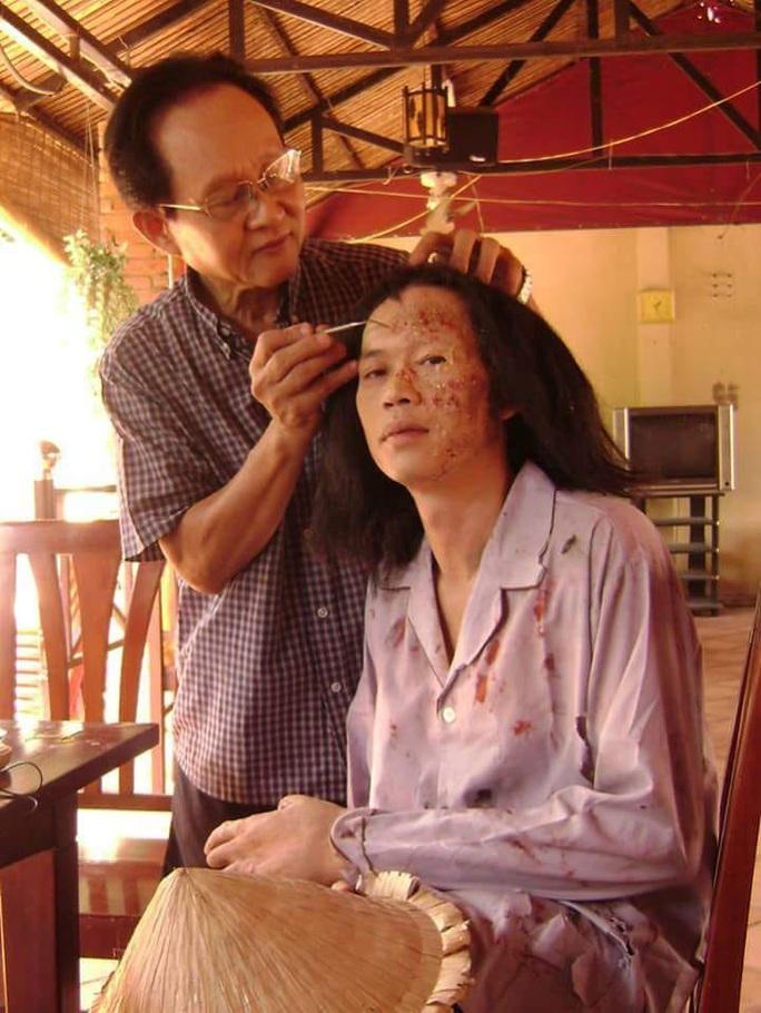 Phù thủy hóa trang Trịnh Xuân Chính hủy triển lãm ảnh do bị tai biến - Ảnh 2.
