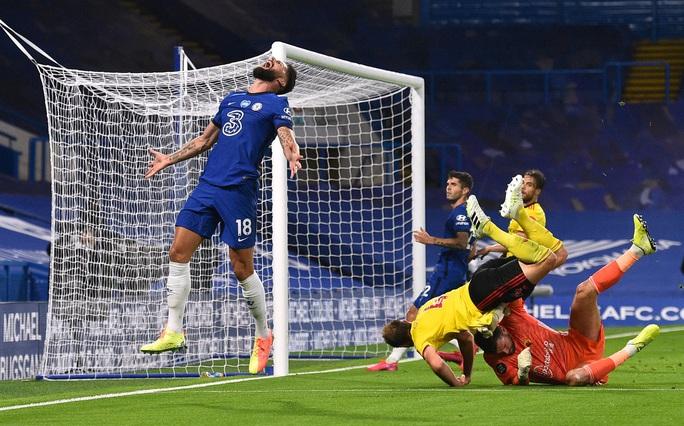 Chelsea, Leicester thắng 3 sao, sân cỏ Ngoại hạng Anh nóng rực - Ảnh 2.
