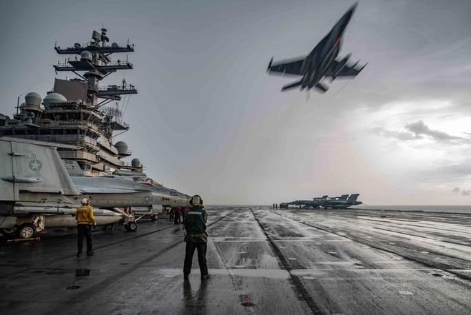Mỹ thách thức Trung Quốc trên biển Đông - Ảnh 1.