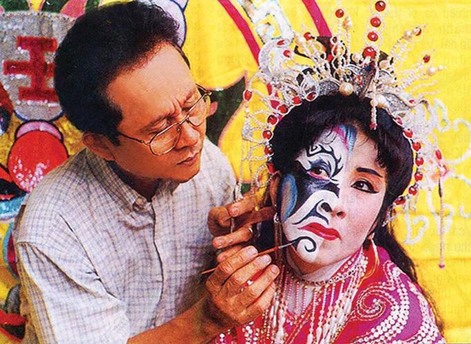 Phù thủy hóa trang Trịnh Xuân Chính hủy triển lãm ảnh do bị tai biến - Ảnh 1.