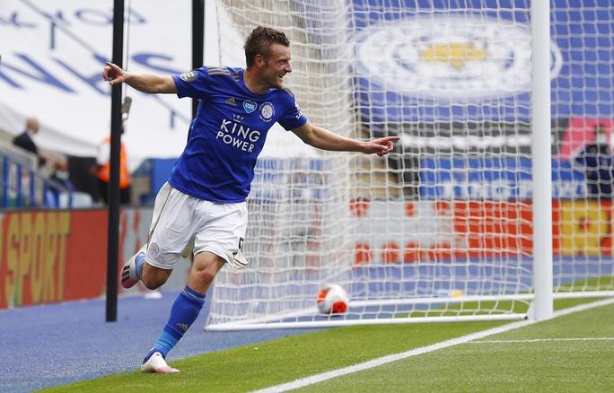 Chelsea, Leicester thắng 3 sao, sân cỏ Ngoại hạng Anh nóng rực - Ảnh 6.