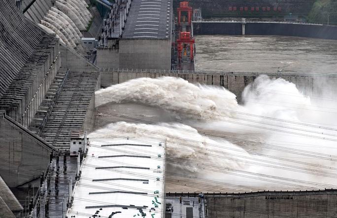Trung Quốc nâng mức ứng phó khẩn cấp chống lũ - Ảnh 1.