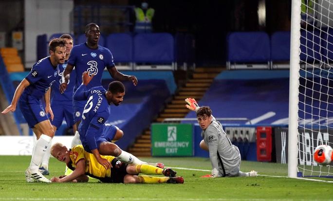 Chelsea, Leicester thắng 3 sao, sân cỏ Ngoại hạng Anh nóng rực - Ảnh 1.