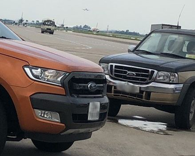 Trước khi tông nữ nhân viên tử vong trong sân bay Nội Bài, xe bán tải đã vượt xe cùng chiều - Ảnh 1.