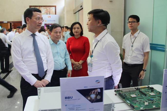 Bộ trưởng Nguyễn Mạnh Hùng: Mỗi người có 1 smartphone, mỗi nhà 1 đường cáp quang tốc độ cao - Ảnh 1.