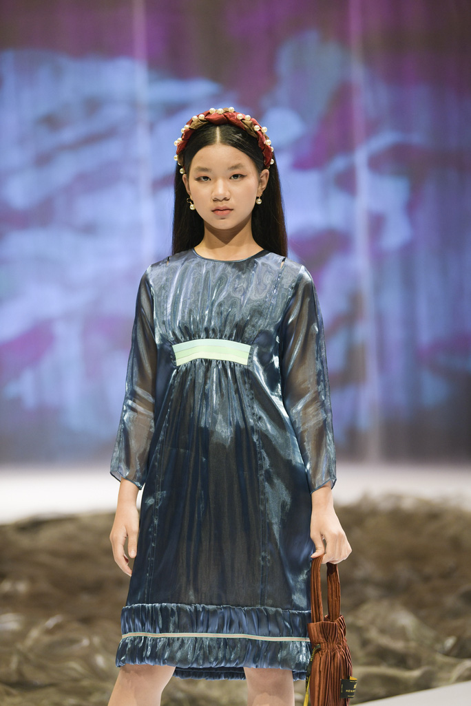 Gia đình siêu mẫu Xuân Lan nổi bật ở Tuần lễ thời trang trẻ em Việt Nam - Ảnh 9.