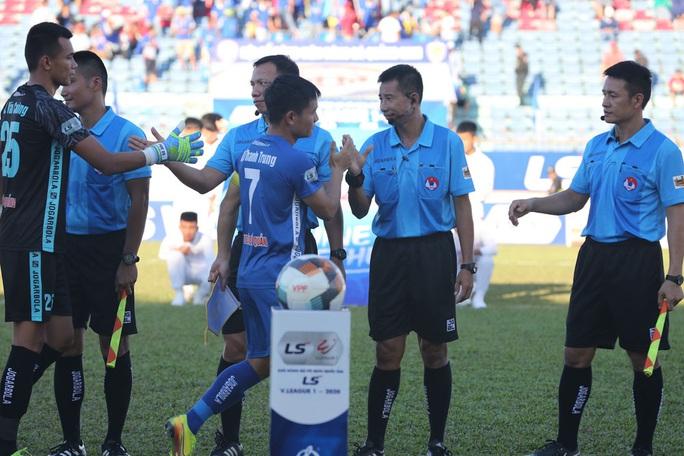 Bóng đá Việt Nam rất cần VAR sau tình huống tranh cãi về bàn thắng - Ảnh 3.