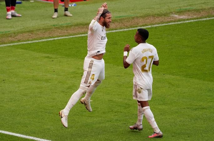 Đao phủ Ramos lập kỷ lục ghi bàn, Real Madrid được ưu ái? - Ảnh 5.