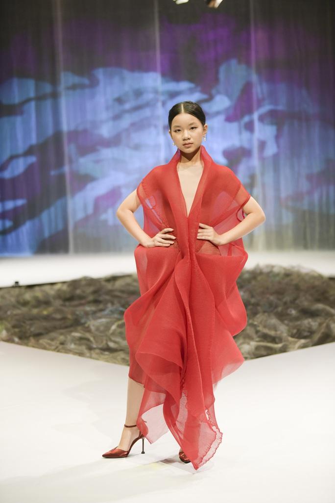 Gia đình siêu mẫu Xuân Lan nổi bật ở Tuần lễ thời trang trẻ em Việt Nam - Ảnh 5.
