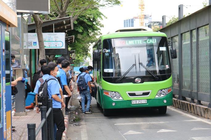 Hết tiền, xe buýt TP HCM tạm ngừng từ ngày 15-8? - Ảnh 1.