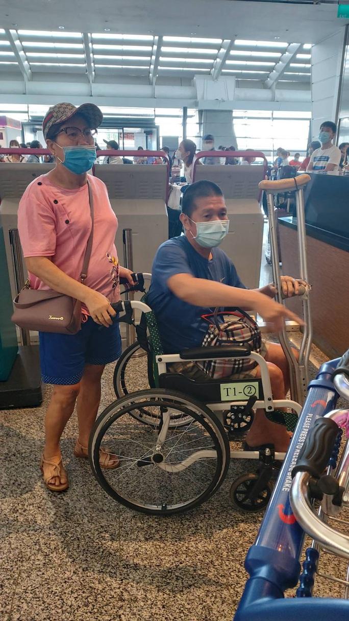 Hơn 240 người Việt từ Đài Loan về sân bay Tân Sơn Nhất - Ảnh 3.